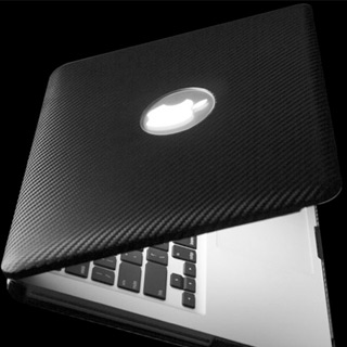 Un Macbook doublé de fibres de carbone