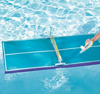 Du tennis de table en piscine