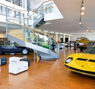 MOTEURS: Museo Lamborghini via Google Maps!
