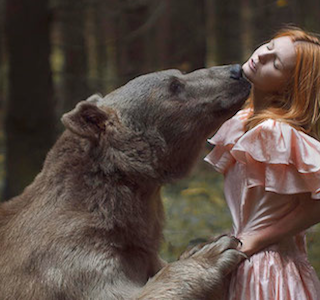 PHOTO : Humans Vs Animals by Katerina Plotnikova