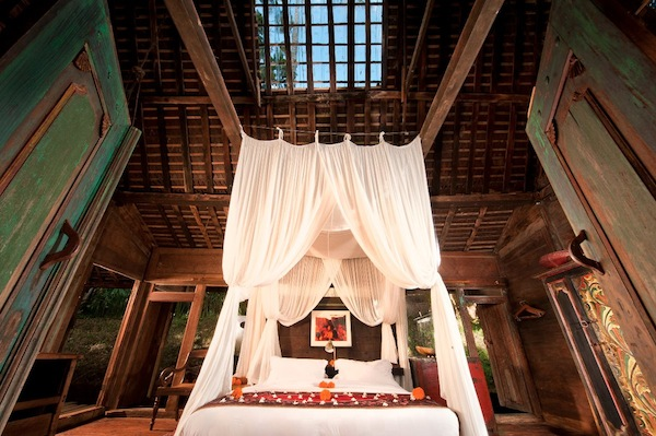 Bambu-Indah-Jawa-Lama-House-bedroom-entrance-view-Djuna-Ivereigh