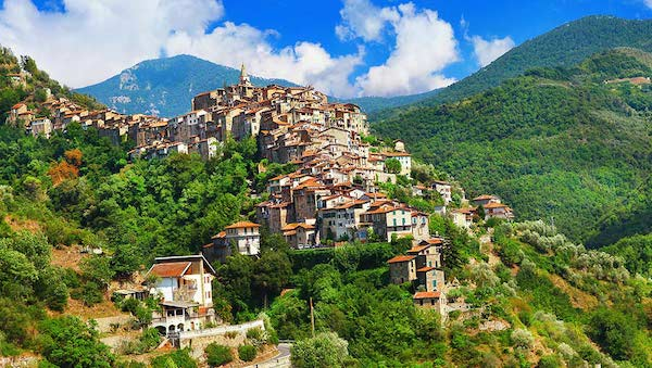 best-small-towns-in-northern-italy-Apricale