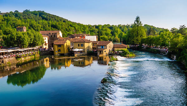 best-small-towns-in-northern-italy-Borghetto