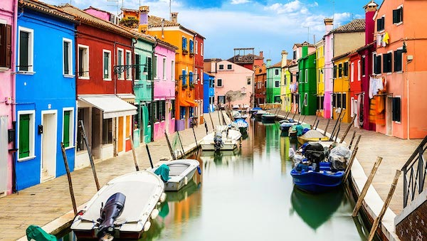 best-small-towns-in-northern-italy-Burano
