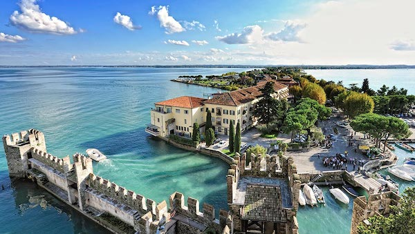 best-small-towns-in-northern-italy-Sirmione