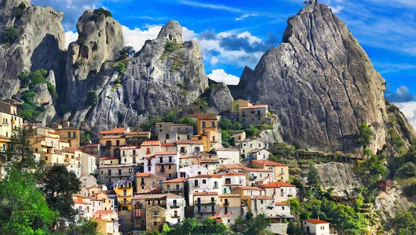 best-small-towns-in-southern-italy-Castelmezzano