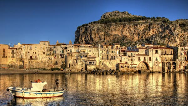 best-small-towns-in-southern-italy-Cefalu