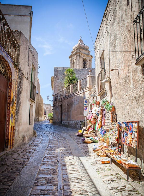 best-small-towns-in-southern-italy-Erice