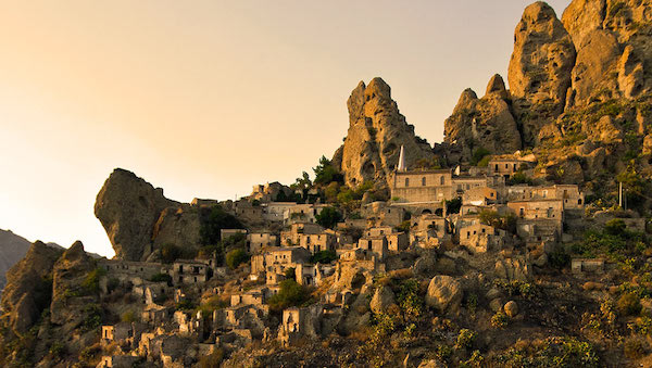 best-small-towns-in-southern-italy-Pentidattilo