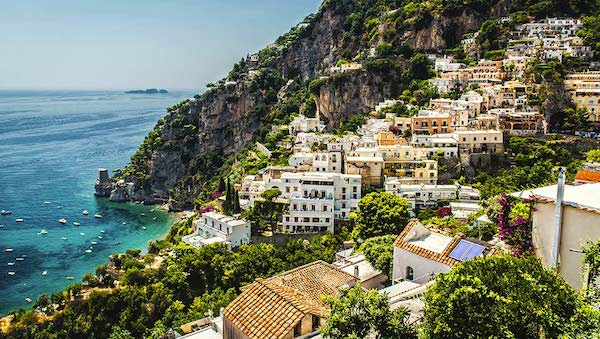 best-small-towns-in-southern-italy-Positano