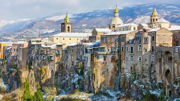 best-small-towns-in-southern-italy-SantAgata-de-Goti