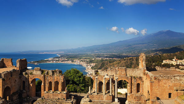 best-small-towns-in-southern-italy-Taormina