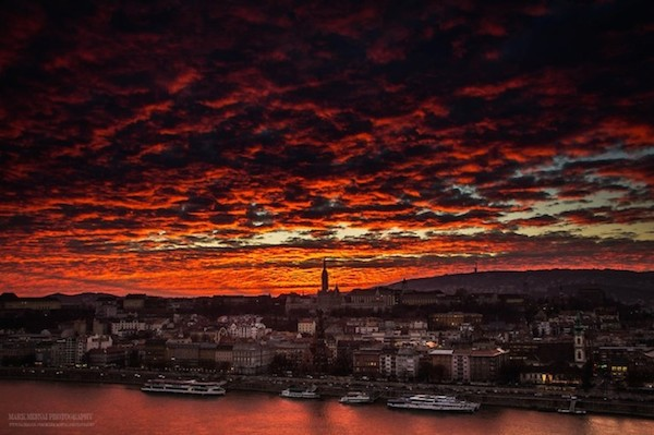 Burning_Lights_Sunrises_and_Sunsets_Over_Budapests_Skyline_by_Mark_Mervai_2016_02-768x511
