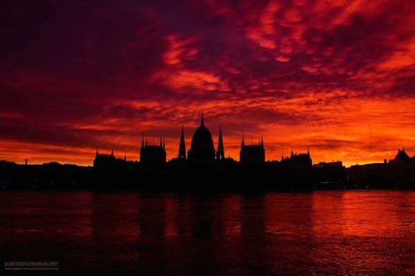 Burning_Lights_Sunrises_and_Sunsets_Over_Budapests_Skyline_by_Mark_Mervai_2016_03-768x511