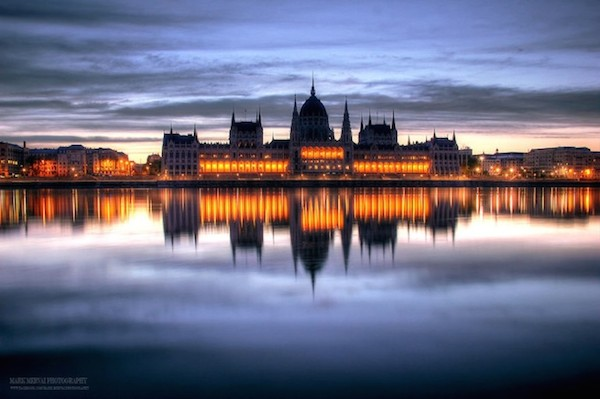 Burning_Lights_Sunrises_and_Sunsets_Over_Budapests_Skyline_by_Mark_Mervai_2016_05-768x511