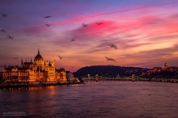 Burning_Lights_Sunrises_and_Sunsets_Over_Budapests_Skyline_by_Mark_Mervai_2016_11-768x511