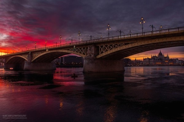 Burning_Lights_Sunrises_and_Sunsets_Over_Budapests_Skyline_by_Mark_Mervai_2016_12-768x511