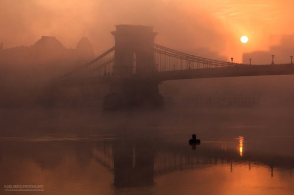 Burning_Lights_Sunrises_and_Sunsets_Over_Budapests_Skyline_by_Mark_Mervai_2016_14-768x511