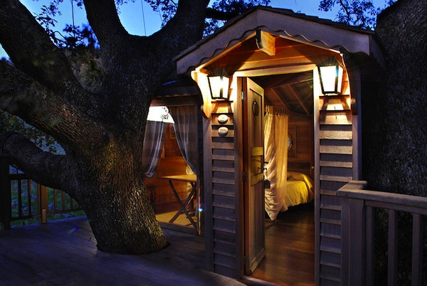 Wooden-Tree-House-in-Tuscany4-900x603