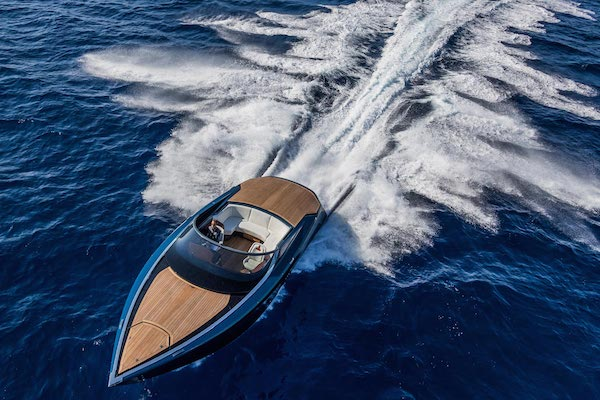 aston-martin-powerboat-2