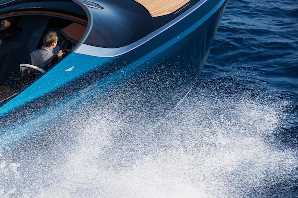 aston-martin-powerboat-3