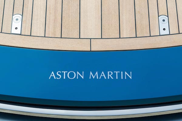 aston-martin-powerboat-8