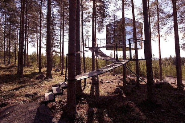 Incredible-Mirror-Cube-Habitation-in-Sweden-1