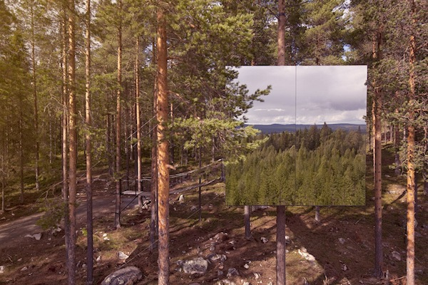 Incredible-Mirror-Cube-Habitation-in-Sweden-3