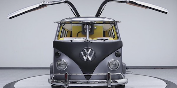 MOTEUR : Combi VW Vs 'Back to the future'