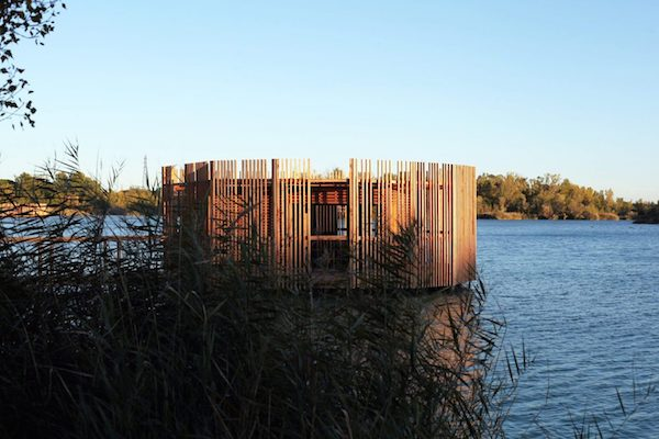 floating-cabins-of-the-cabanes-des-grands-cepages-avignon-8