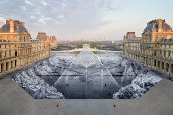 jr-optical-illusion-louvres-pyramid-paris-1-770x513