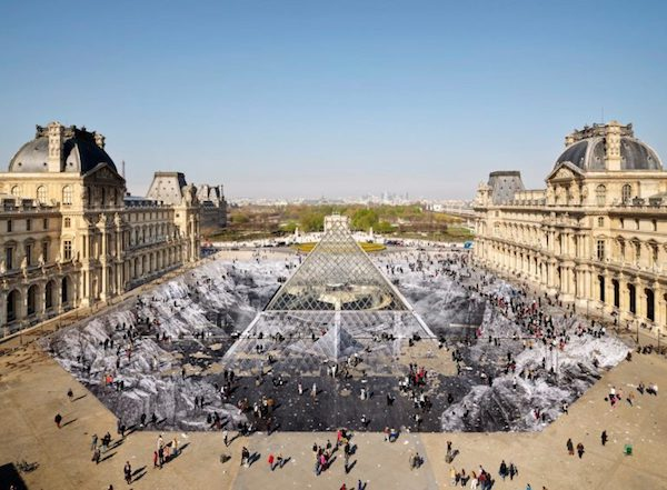 jr-optical-illusion-louvres-pyramid-paris-2-770x566