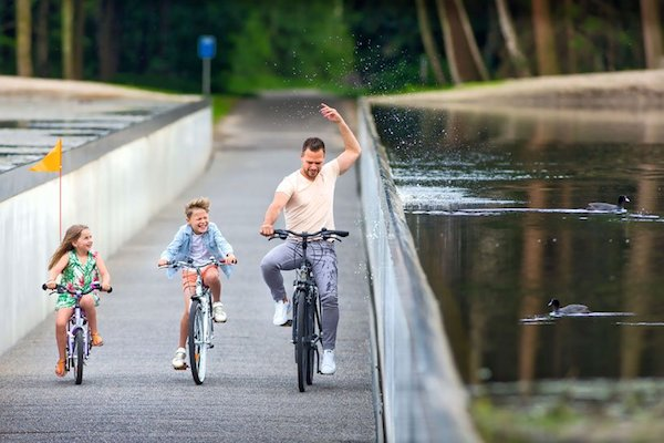 burolandschap-cycle-through-water-belgium-designboom-11