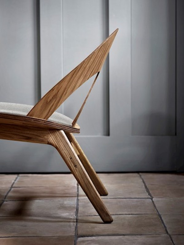contour-chair-bm0949-oak-oil-molly116-detail-side