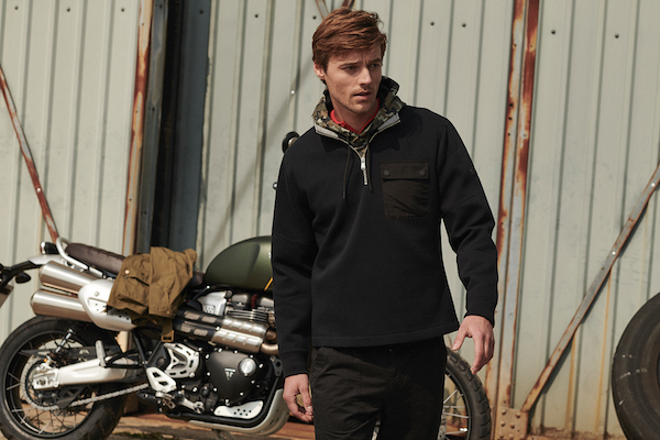 SS20_Barbour International_Ratio Half Zip MOL0219BK31_ MOL0228GN43_300_DPI_CMYK_15cm (1)