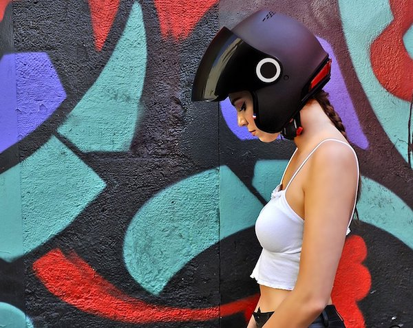 kosmos-smart-helmet-motorcycle-connected-safety-designboom03