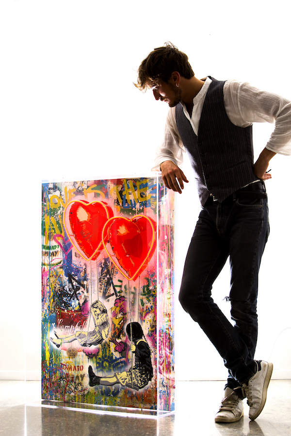 Deodato Art_visual_Mr.Brainwash_Love_is_in_the_air-mixed_media_on_canvas-111.8 x 76.2 cm