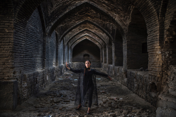 ASIA_NOW_Projets_speciaux_BURNING_WINGS_TAHMINEH_Dance_in_the_Ruins_2016